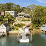 3-storey-home-in-oyster-bay-on-the-water